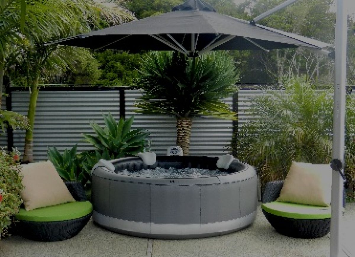 spa gonflable dans jardin. Black Bedroom Furniture Sets. Home Design Ideas