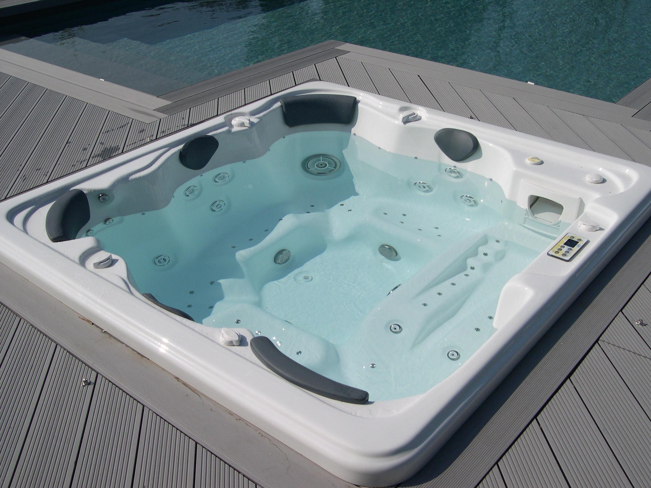 spa jacuzzi exterieur 5 places